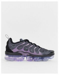 Nike Air Vapormax Plus trainers in black and purple