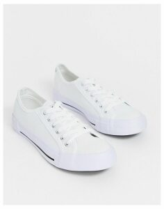 Nicce kansas trainer in white